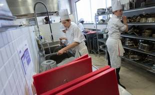 Des apprentis d'une formation cuisinier à Serris.