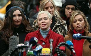 L'actrice Rose McGowan devant le tribunal de Manhattan au premier jour du procès d'Harvey Weinstein
