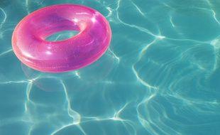 Une piscine privative. Illustration.
