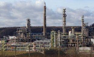 Le groupe suisse Klesch, spécialisé dans la reprise d'entreprises, a manifesté des signes d'intérêt pour la raffinerie Petroplus de Petit-Couronne, près de Rouen, ont annoncé vendredi le gouvernement français et l'intersyndicale, réservée face à cette hypothèse.