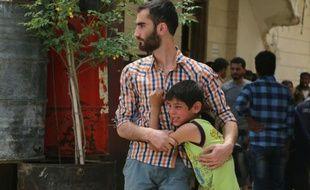 Des Syriens le 24 avril 2016 à Sakhur près d'Alep