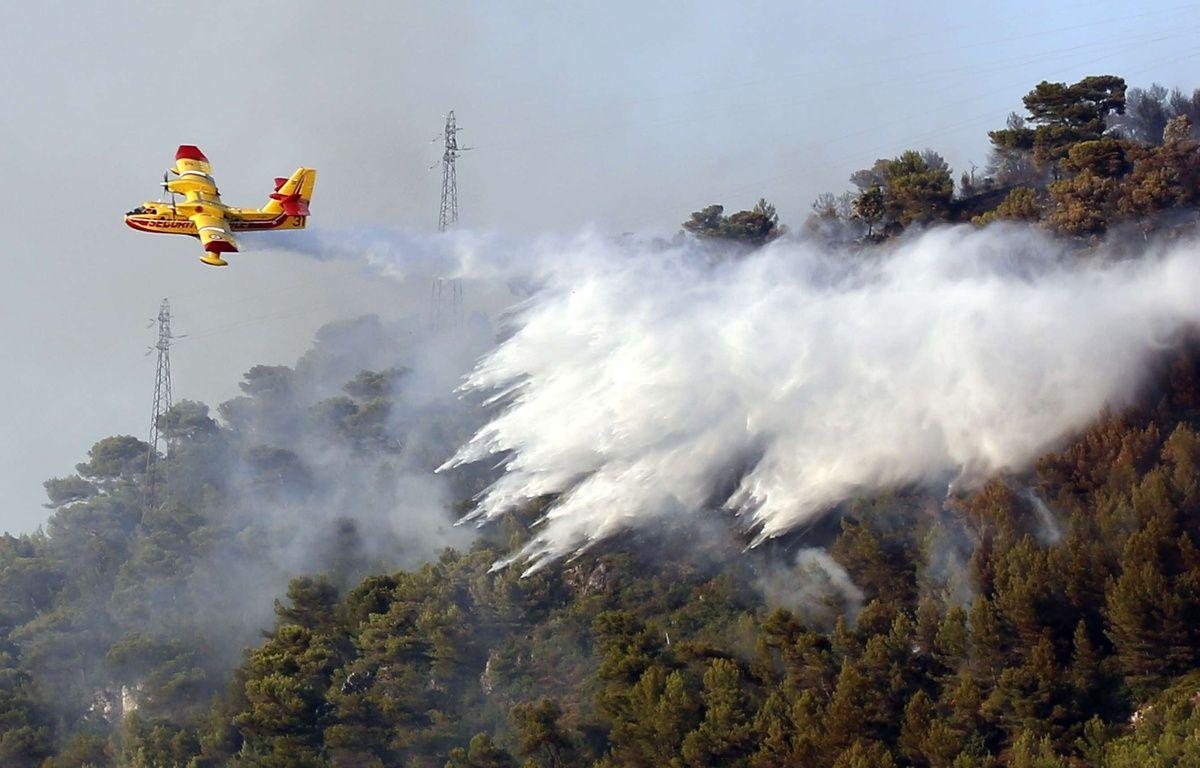 Un Canadair combat un incendie dans le sud de la France (illustration). – Mavila/SIPA