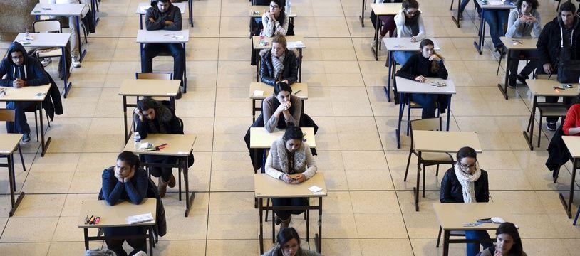 Des étudiants marseillais en médecine en première année passant le concours en 2012