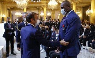 Emmanuel Macron et Teddy Riner, le 13 septembre 2021 à l'Elysée.
