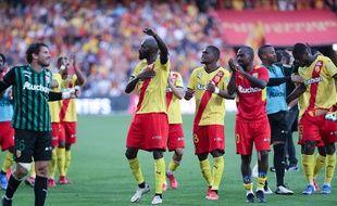 Les Lensois se congratulent après leur victoire dans le derby