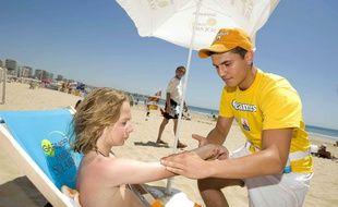 Campagne de prévention contre les risques du soleil aux Sables d'Olonne (Vendée).