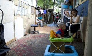 Des enfants roms dans le bidonville de La Courneuve, en Seine-Saint-Denis, le 14 août 2015