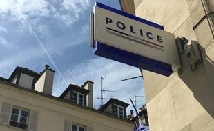 Panneau d'un commissariat - photo d'illustration