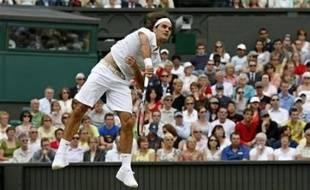 Le Suisse Roger Federer, N.1 mondial, s'est qualifié pour les huitièmes de finale de Wimbledon en battant vendredi le Français Marc Gicquel en trois sets 6-3, 6-3, 6-1.