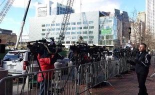 Des journalistes le 5 juin 2015 devant le tribunal de Boston où est jugé Djokhar Tsarnaev, l'auteur présumé des attentats du marathon