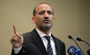 Le chef de l'opposition syrienne a rencontré mardi le ministre russe des Affaires étrangères pour persuader Moscou de faire pression sur le régime de Damas, son allié, afin qu'il accepte la mise en place d'un gouvernement de transition