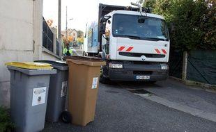 Des poubelles de tri dans les rues de Franconville (Val-d'Oise).