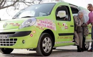 En service à Avignon et Nîmes, Easy Take propose des tarifs au kilomètre parcouru.