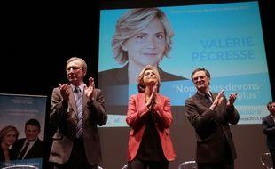 Valérie Pécresse, entourée de Georges Siffredi, maire de Chatenay-Malabry, et Patrick Devedjian, (à droite) président du conseil départemental des Hauts-de-Seine, lors d'un meeting à Chatenay-Malabry, le 24 novembre.