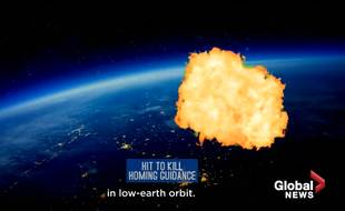 Capture d'écran d'une animation montrant le missile indien détruisant un satellite.