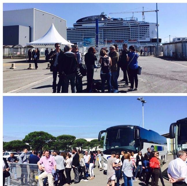 Les journalistes et officiels bloqués devant le MSC Meraviglia.