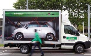 Le numéro un européen de la location de voitures Europcar lance la première étape de son entrée en Bourse et espère lever 475 millions d'euros à l'occasion de cette opération