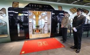 Le Japon a inauguré début mai 2017 Shiki-Shima, un luxueux train dont le billet coûte près de 8.000 euros.