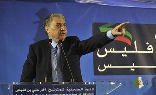 Le candidat aux élections présidentielles et ancien Premier ministre, Ali Benflis lors d'une conférence de presse le 15 avril 2014.