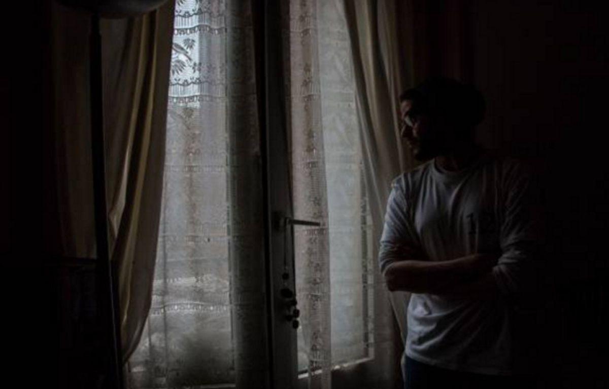 Montrouge (Hauts-de-Seine), le 2 février 2016. Ahmed, assigné à résidence depuis le 19 novembre. – V.POINT