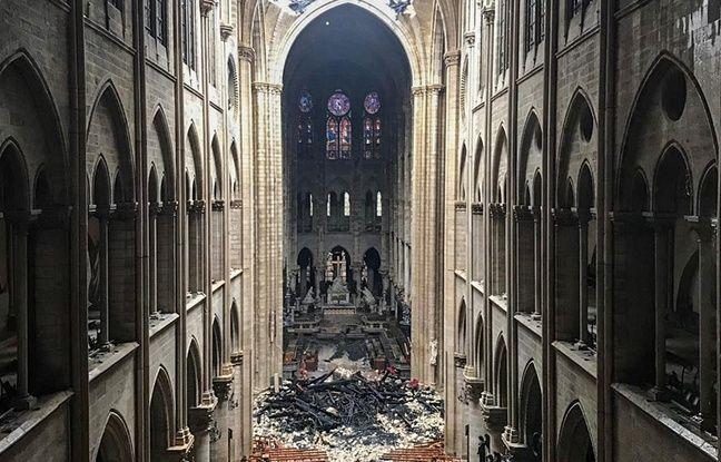 Une photo de l'intérieur de la cathédrale Notre-Dame de Paris après l'incendie qui a ravagé une partie de l'édifice.