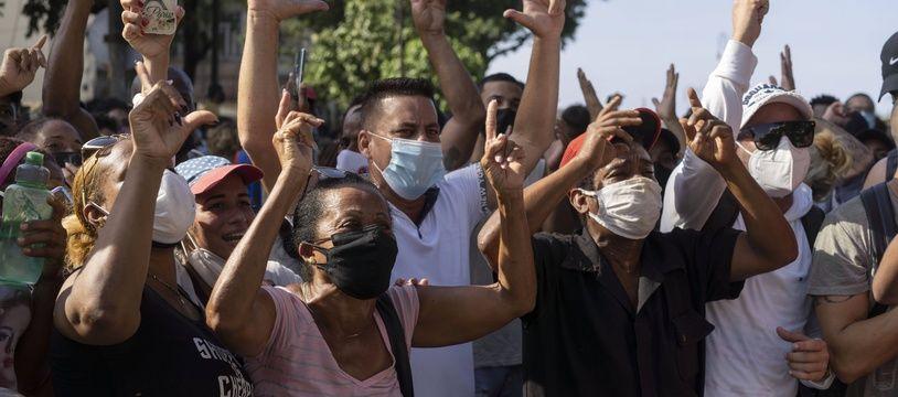 Des manifestants anti-régime, le 11 juillet 2021 à la Havane (Cuba).