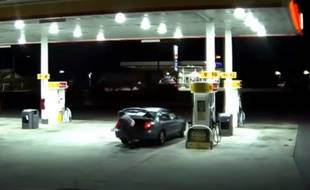 La victime a réussi à sortir du coffre alors que son kidnappeur s'était arrêté à une station-service.