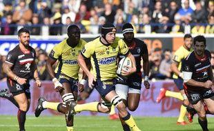 Le Clermontois Arthur Iturria inscrit le premier essai de l'ASM face au Stade Toulousain, le 9 octobre 2016 au stade Michelin.