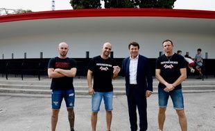 Le maire LR de Nice Christian Estrosi a remis la clef de la Rotonde du Ray aux responsables de la Populaire Sud.