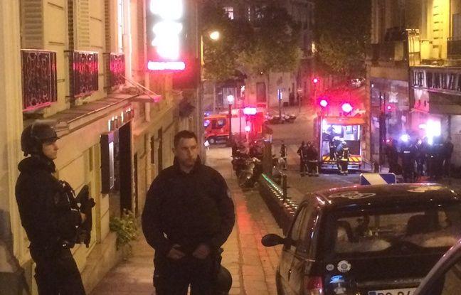 Une fusillade sur les Champs-Elysées. Des policiers bloquent les accès, rue Balzac.