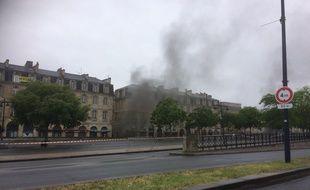 Un feu s'est déclaré samedi soir dans le parking souterrain des Salinières à Bordeaux.