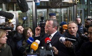 Le père de Jejoen Bontinck, un jeune présumé membre du groupuscule islamiste belge Sharia4Belgium, fait une déclaration à la presse, après le verdict du tribunal d'Anvers, le 11 février 2015