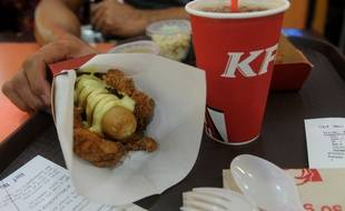 Le Double Down Burger de KFC aux Philippines.