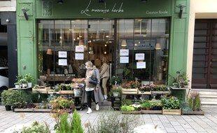 Des réductions pour les derniers jours d'ouverture chez le fleuriste La mauvaise herbe, rue Budapest à Nantes.