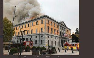 La mairie d'Annecy est en flammes, le 14 novembre 2019.