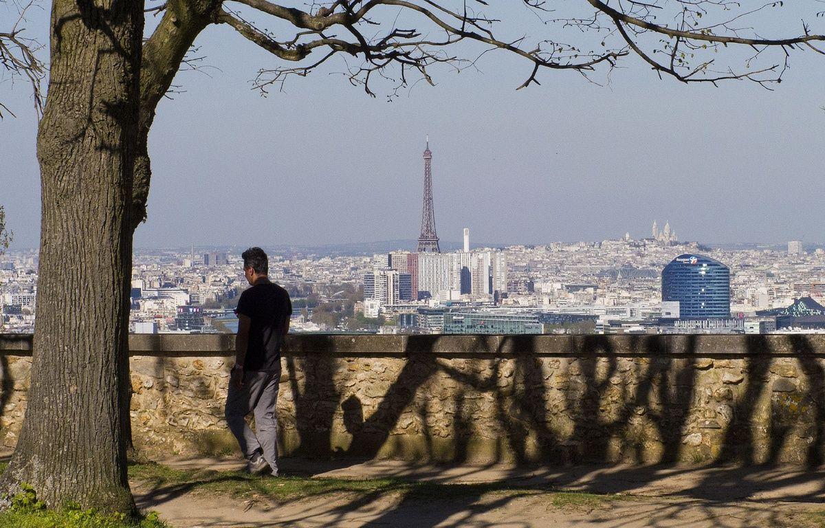 Vue générale de Paris depuis l'observatoire de Meudon, l'un des neuf sommets que relieront les marcheurs dans leur randonnée de 100 km dans le Grand Paris. – Baleydier/SIPA