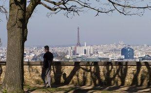 Vue générale de Paris depuis l'observatoire de Meudon, l'un des neuf sommets que relieront les marcheurs dans leur randonnée de 100 km dans le Grand Paris.