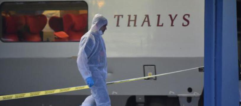 Un policier devant le Thalys après la tentative d'attentat le 21 août 2015