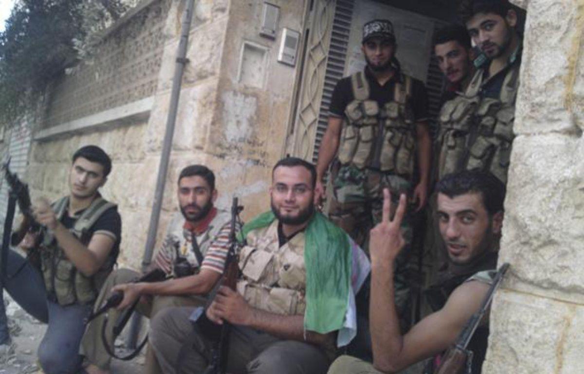Des membres de l'Armée syrienne libre, le 2 septembre 2012, à Alep (Syrie). – HANDOUT / REUTERS