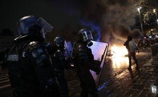 Des policiers lors de la manifestation contre la loi «sécurité globale» à Paris, le 5 décembre 2020.