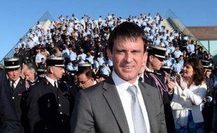 """Trois islamistes radicaux présumés, suivis par les services de renseignement, ont été arrêtés mardi, au lendemain de l'interpellation de six suspects """"particulièrement dangereux"""" dans un coup de filet distinct en région parisienne, a annoncé le ministre de l'Intérieur Manuel Valls."""