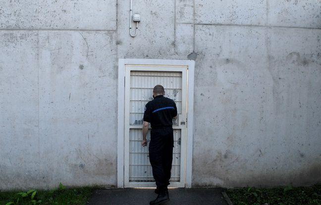Un gardien de prison. (Illustration)