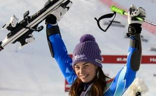 La Slovène Tina Maze a remporté le slalom géant de St-Moritz dimanche devant l'Allemande Viktoria Rebensburg et la Française Tessa Worley, signant sa troisième victoire en autant de géants de Coupe du monde de ski alpin cette saison.