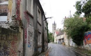 Rue Brûlée, le décor est saisissant avec sa dizaine de maisons inoccupées de part et d'autre.