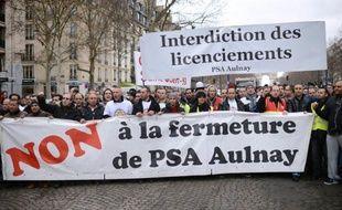 """PSA Peugeot Citroën a assuré mercredi que """"l'arrêt de la production est planifiée en 2014"""" dans son usine d'Aulnay-sous-Bois en région parisienne, comme prévu, alors que son directeur financier a dit qu'elle pourrait intervenir dès cette année."""