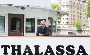 Georges Pernoud sur la péniche «Thalassa».