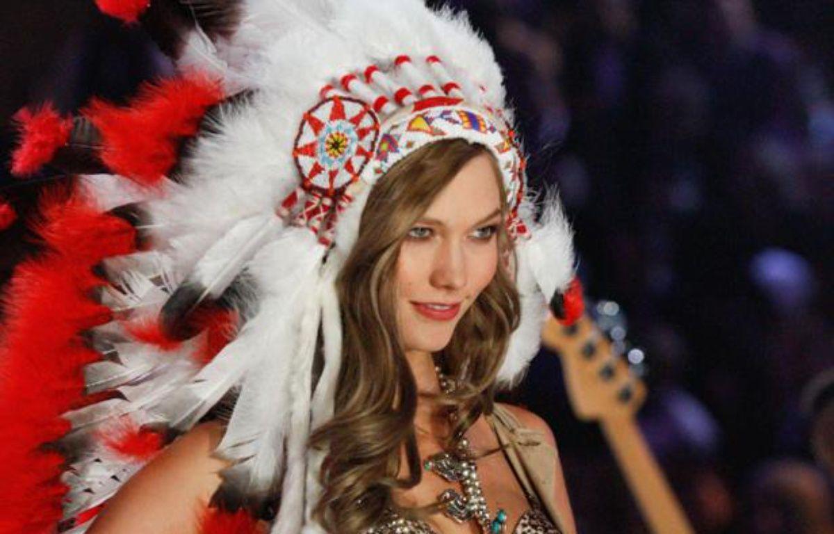 Le mannequin Karlie Kloss lors du défilé 2012 - 2013 de la marque de lingerie Victoria's Secret. – Erik Pendzich / Rex Features / SIPA