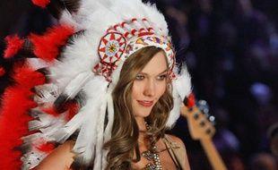 Le mannequin Karlie Kloss lors du défilé 2012 - 2013 de la marque de lingerie Victoria's Secret.