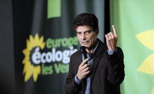 """Europe-Ecologie-Les Verts (EELV) a voté à une large majorité samedi une motion de synthèse réclamant un """"changement de cap"""" du gouvernement auquel le parti écologiste participe, un texte approuvé par les deux ministres """"verts"""" Cécile Duflot et Pascal Canfin."""