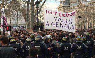 """Paris: le mouvement """"Nuit Debout"""" entame sa 5e soirée"""